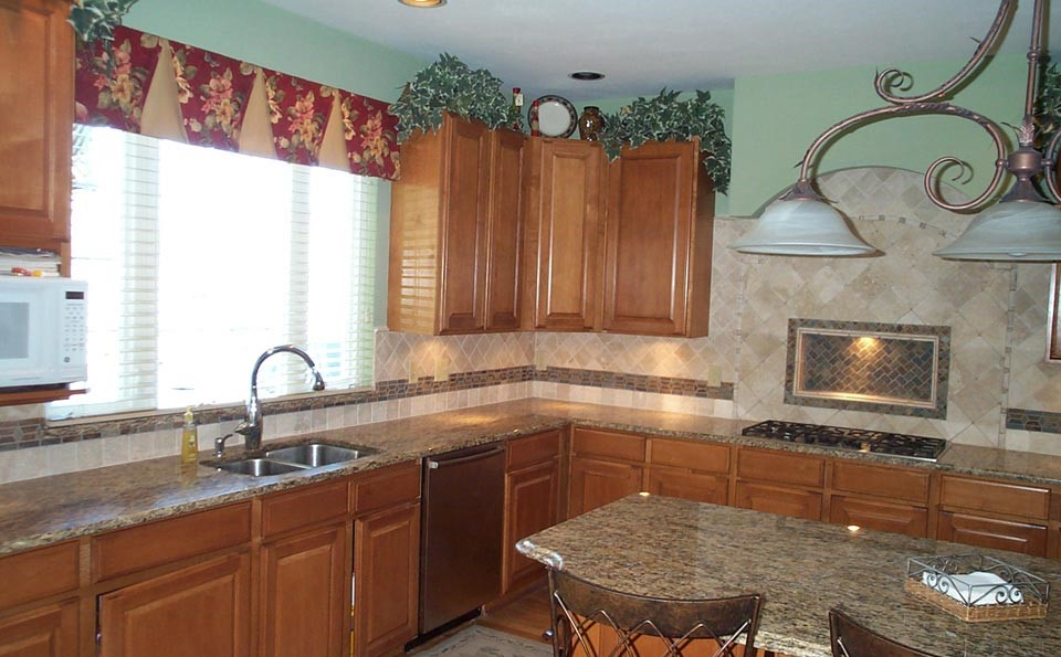 Kitchen remodeling reeder construction wildwood mo for Kitchen cabinets 63021